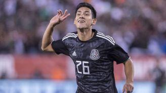 Uriel Antuna festeja un gol con el Tri
