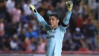 Hugo González festeja un gol del Necaxa