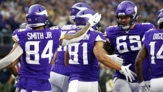 Jugadores de los Vikings festejan una jugada