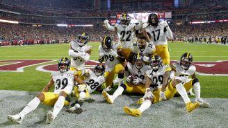 Jugadores de Steelers celebrando la victoria ante Cardinals