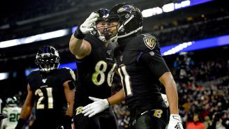 Seth Roberts celebra su touchdown contra Jets