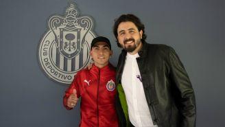 Victor Guzmán en presentación con Chivas