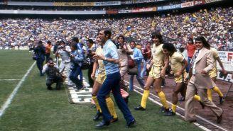 Raúl Cardenas y sus jugadores previo al festejo por el título