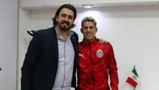 Amaury Vergara y Chicote posan para una foto