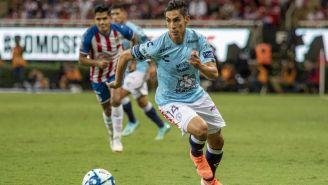 Erick Aguirre durante un duelo con Pachuca ante Chivas