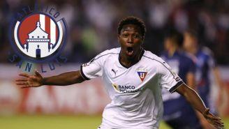 Anderson Julio celebra un gol con la LDU de Quito