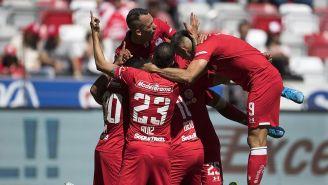 Jugadores de Toluca festejan un gol