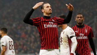 Zlatan Ibrahimovic festeja su gol ante el Torino