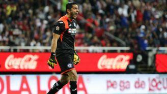 Jesús Corona durante el partido entre Chivas y Cruz Azul
