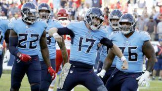 El quarterback de Tennessee festeja un touchdown