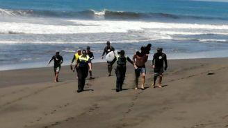 Campeón de surf detenido en Costa Rica por entrar a playa cerrada por coronavirus