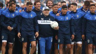 Diego Maradona durante un entrenamiento con Gimnasia y Esgrima