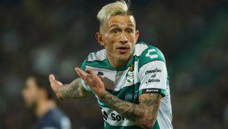 Brian Lozano en queja en un partido con Santos Laguna