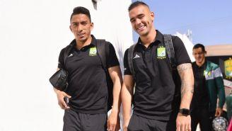 Ángel Mena y Cardona llegando al Estadio León