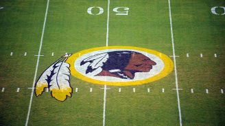 Logo de los Redskins en FedEx Field