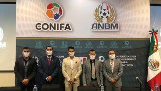 Directivos de la Liga de Balompié Mexicano en conferencia