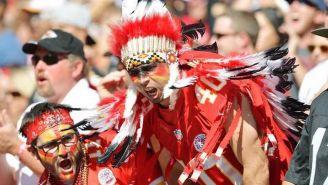 Aficionados de los Chiefs se impactan tras una jugada