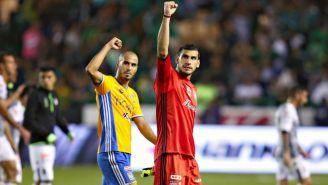 Pizarro y Nahuel en saludo a la afición