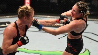 Irene Aldana y Holly Holm intercambian golpes