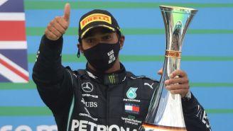 Lewis Hamilton festejando el triunfo en Nürburgring