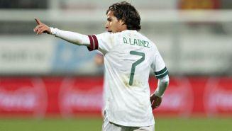 Diego Lainez en celebrando con el Tri