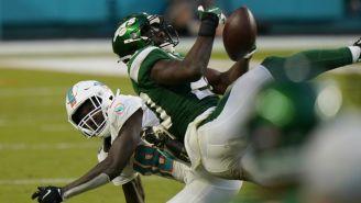 VIDEO: Jugador de Jets realizó intercepción con el trasero en juego ante Dolphins