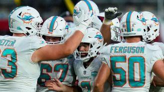 Jugadores de Miami celebran un triunfo