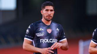 Jair Pereira durante un partido con Necaxa