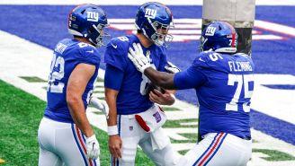 Jugadores de Giants celebran TD vs Eagles