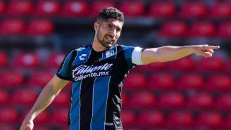 Jair Pereira en un partido con Querétaro