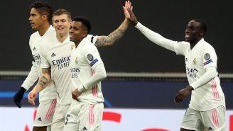 Jugadores Merengues festejan una anotación ante el Inter