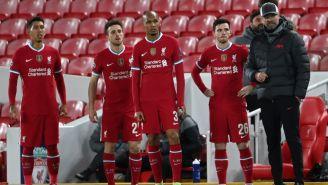 Klopp y jugadores del Liverpool tras la caída en Anfield