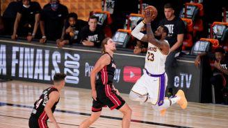 LeBron James en un partido con los Lakers de Los Ángeles