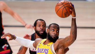 LeBron James en un partido de NBA con los Lakers