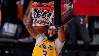 Davis anota con los Lakers