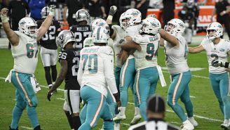 Jugadores de Dolphins tras la victoria