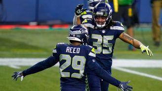 Jugadores de Seahawks celebran ante Rams