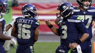 Jugadores de Seattle celebran una jugada