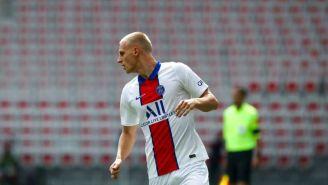 Mitchel Bakker en partido con PSG