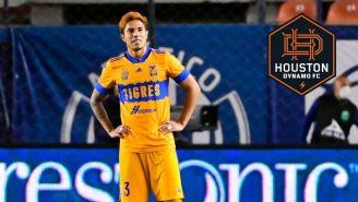 Carlos Salcedo en partido con Tigres