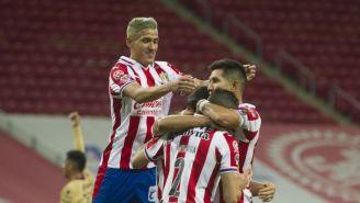 Antuna festeja un gol con sus compañeros