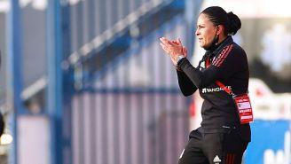 Mónica Vergara en el partido contra España