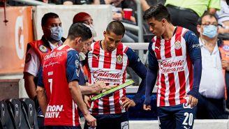 Vucetich da instrucciones a los jugadores de Chivas