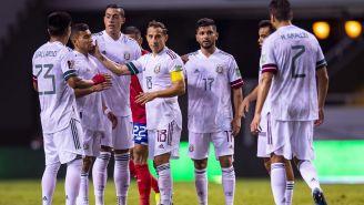 Jugadores de México celebran un tanto