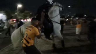 Aficionado de Tigres es jalado por la policía