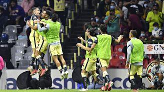 Álvaro Fidalgo y los jugadores de América festejan un gol