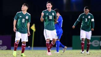 Selección Mexicana festeja gol de Eduardo Torres