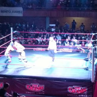 Momento en que Daga y Extreme Tiger se enfrentan en el ring