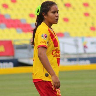 Layla Lucila de la Cruz durante su debut con Monarcas