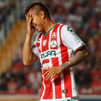 Jesús Isijara se lamenta durante el partido contra León